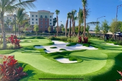 hotel-luxury-putting-green