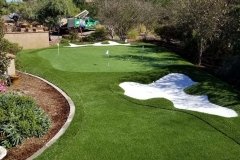 putting-green-in-landscaping
